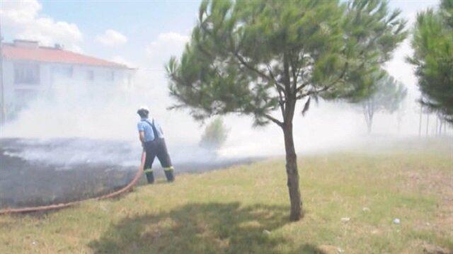 Yılanı kaçırmak isterken yaktığı ateş okulu yakıyordu