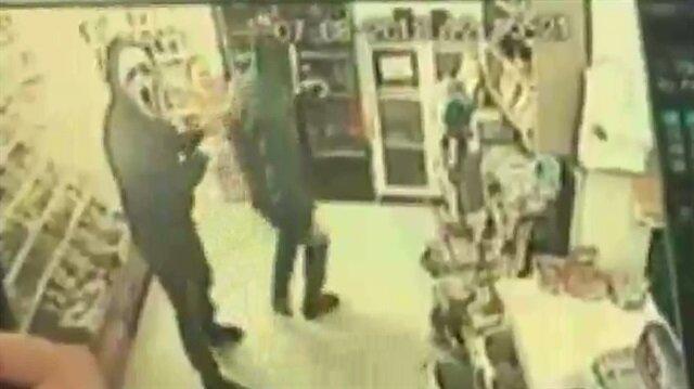 Çığlık maskeli silahlı soygun kamerada