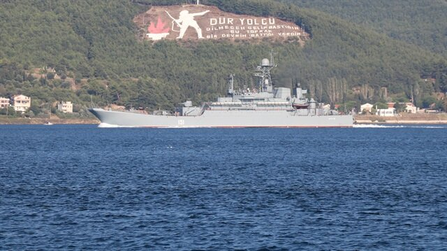 'Azov' adlı savaş gemisi, boğazdan geçerek, Ege Denizi'ne doğru ilerledi.