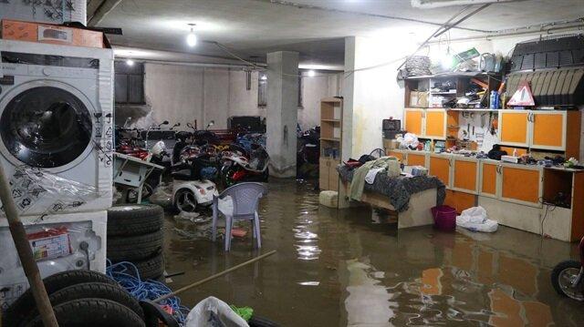 Afyonkarahisar'da ev ve iş yerlerini su bastı