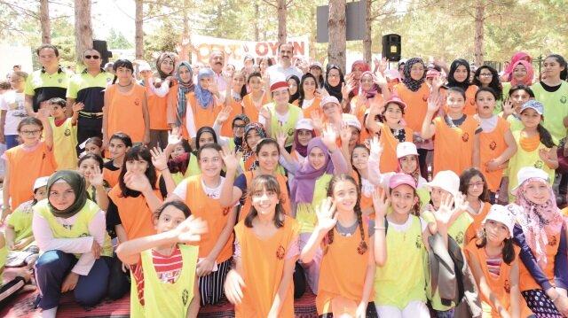 Konya Büyükşehir Belediyesi, yaz döneminde hayata geçirdiği Güle Oynaya Camiye Gel, Yüzme Bilmeyen Çocuk Kalmasın, GENÇ KOMEK ve Bilgehane Yaz Okulları ve Çocuk Festivali ile Konyalı çocukların mutluluğuna ortak oluyor.