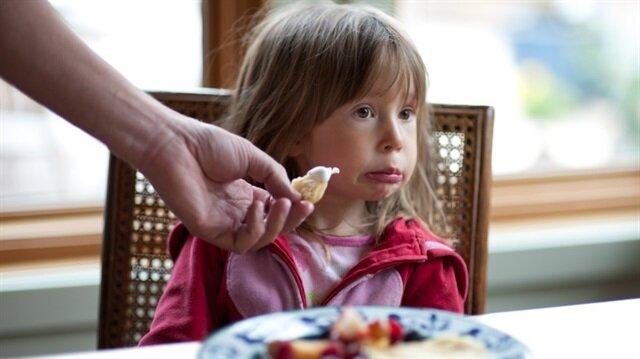 Çocuğa zorla yemek yedirmeyin