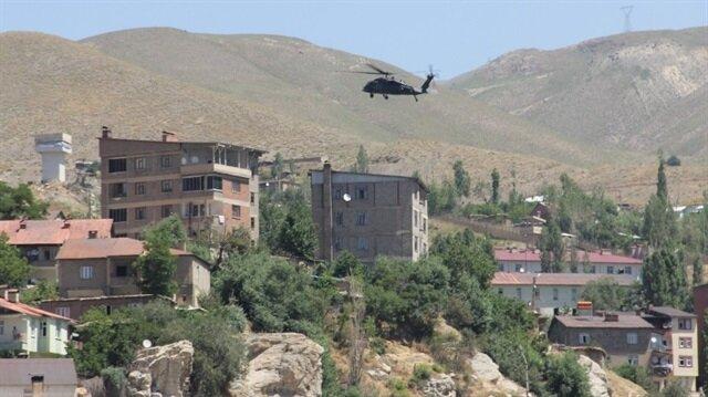 Yaralı askerlerimiz helikopterle hastaneye götürüldü.