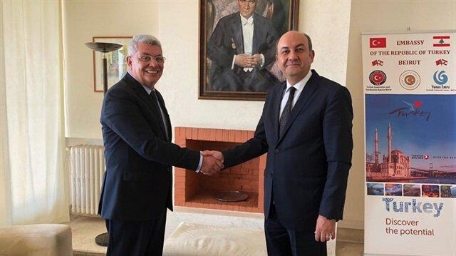 السفير التركي في بيروت رفقة أحد المسؤولين اللبنانيين