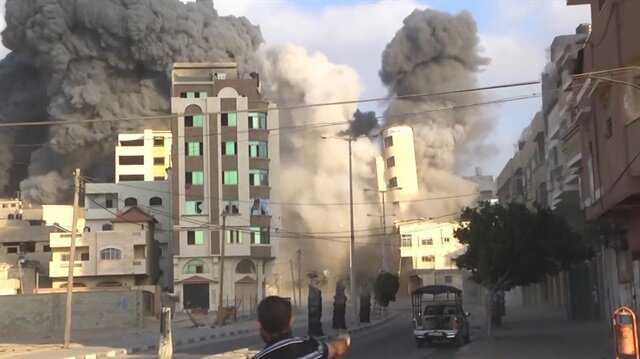 İsrail uçakları Gazze'ye saldırdı