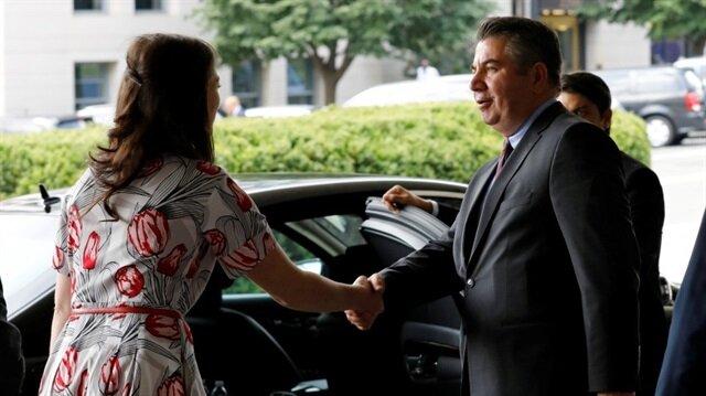 نائب وزير الخارجية جون سوليفان في استقبال الوفد التركي