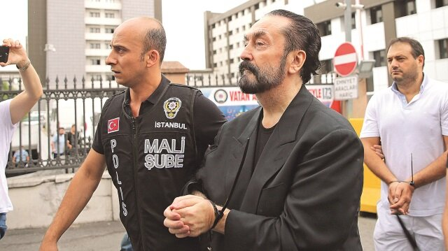 Mehdi olduğunu savunan Adnan Oktar, 8 ay akıl hastanesinde yatmıştı.