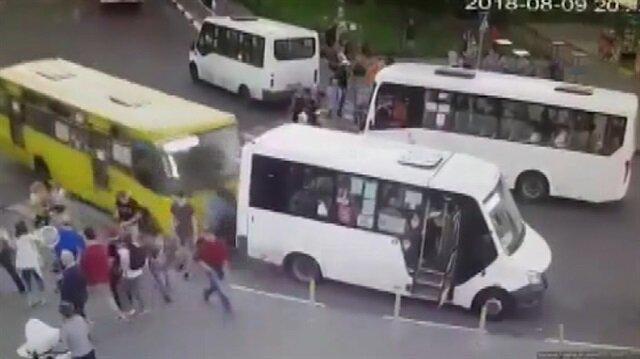 İki otobüsün arasında sıkıştılar