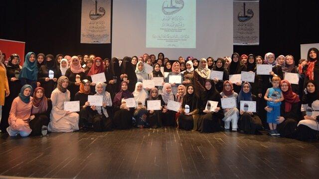 Kursu başarıyla tamamlayan 85 öğrenci düzenlenen törenle sertifikalarını aldı.
