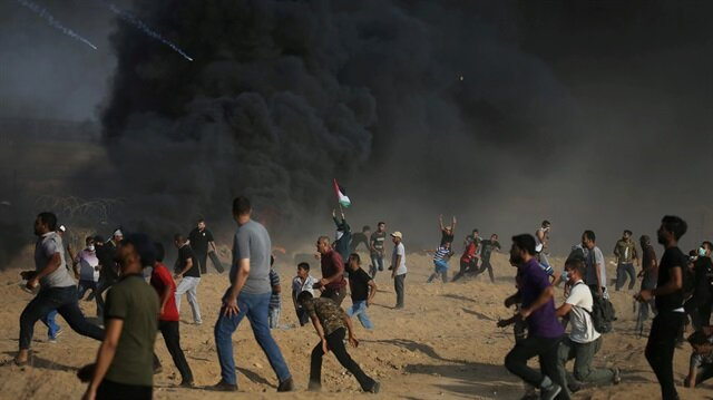File photo: Tear gas canisters are fired by Israeli troops towards Palestinian demonstrators as they run during a protest demanding the right to return to their homeland at the Israel-Gaza border, in the southern Gaza Strip