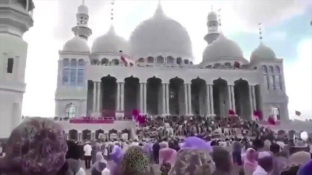 Çinde camii yıkmak isteyen yetkililer protesto edildi