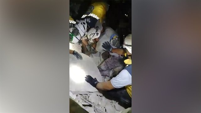 Esed, İdlib'de sivilleri varil bombasıyla katletti