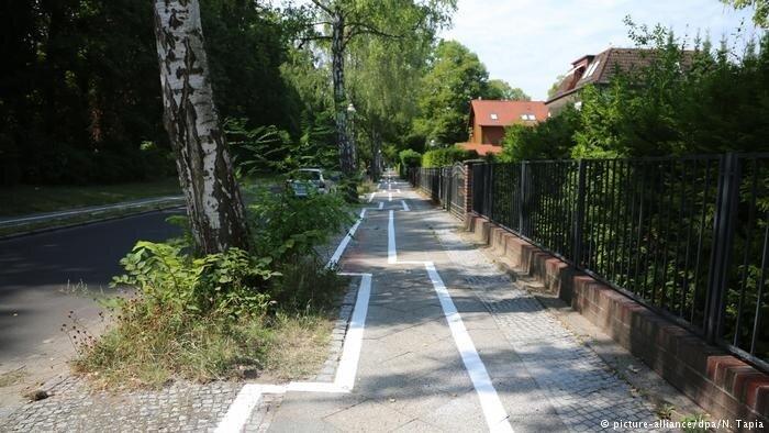 Almanya birkaç yıl içerisinde kirlilik ve trafikle mücadele için genişletilmiş bisiklet şeritlerine, bisiklet dostu geçişlere ve diğer bisiklet altyapısının inşasına yatırım yapmayı planlıyor.