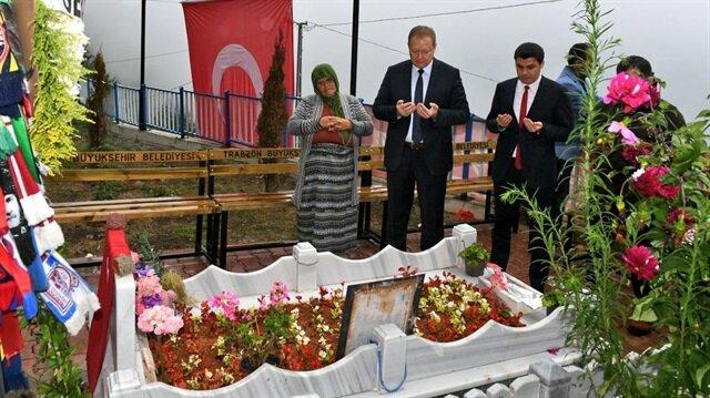 Vali Yavuz, Eren Bülbül'ün annesi Ayşe, ağabeyleri Arif, Erdoğan ve Emrah Bülbül ile bir süre görüştü.