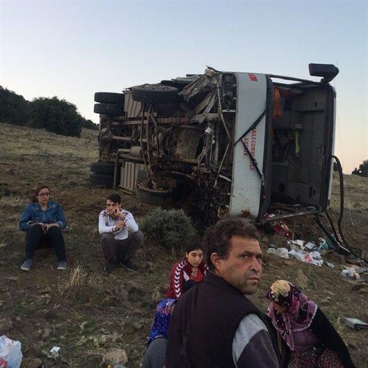 Manisa'da midibüs devrildi: 26 yaralı