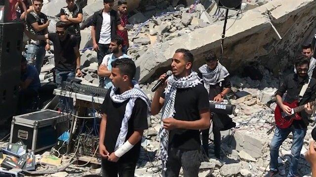 Gazzeli gençler enkazın ortasında konser verdi