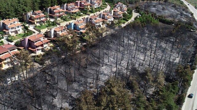 Yangının, 15-20 hektar alanda etkili olduğunu belirtildi.