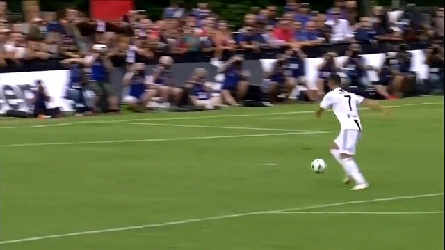 Cristiano Ronaldo Juventus formasıyla ilk golünü attı