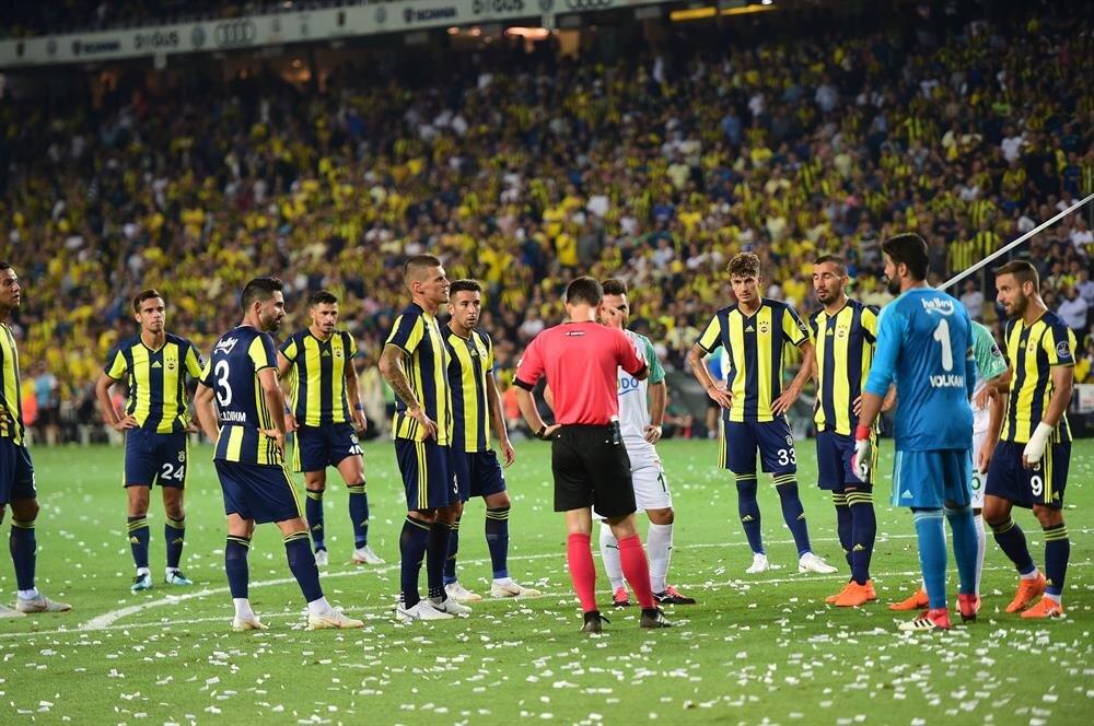 Fenerbahçe-Bursaspor maçında VAR sebebiyle oyun süresi uzadı.