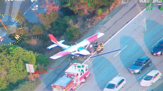 ABD'nin Kaliforniya eyaletinde seyir halindeyken arızalanan küçük bir uçak otoyola iniş yaptı.
