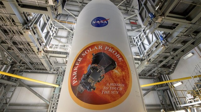 Uzay aracı, keşif faaliyeti sırasında Güneş yörüngesinde bin 370 derecelik sıcaklığa maruz kalacak. Aracın üzerinde, Güneş'in radyoaktif etkisine dayanıklı, yaklaşık 12 santimetre kalınlığındaki karbon kompozit ısı kalkanı ısıyı yalıtarak aracı yaklaşık 30 derecede tutacak.