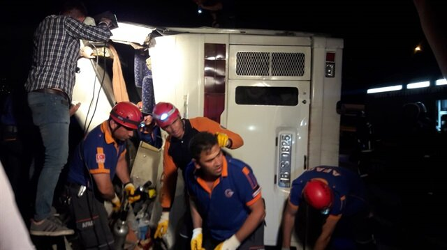 Bursa'da otobüs devrildi: Çok sayıda yaralı var