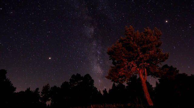 Perseid meteor yağmuru müthiş bir görsel şölen oluşturdu