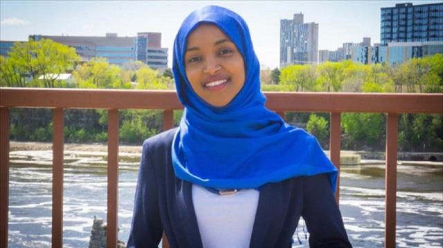إلهان عمر.. ثاني مسلمة تقترب من عضوية الكونغرس الأمريكي