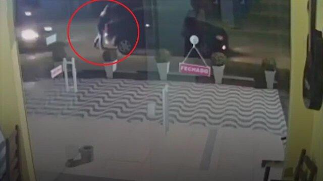 Alkollü sürücü yayayı iki aracın arasına sıkıştırdı