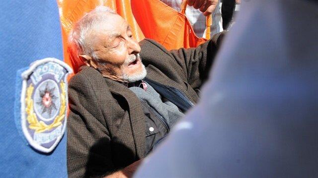 86 yaşındaki Ali Erdağ, fenalaşması sonrası hastaneye kaldırıldı.