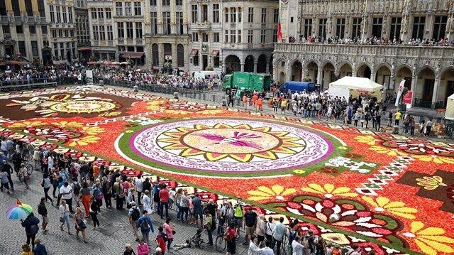 سجادة مكسيكية عملاقة من الزهور تزين بروكسل