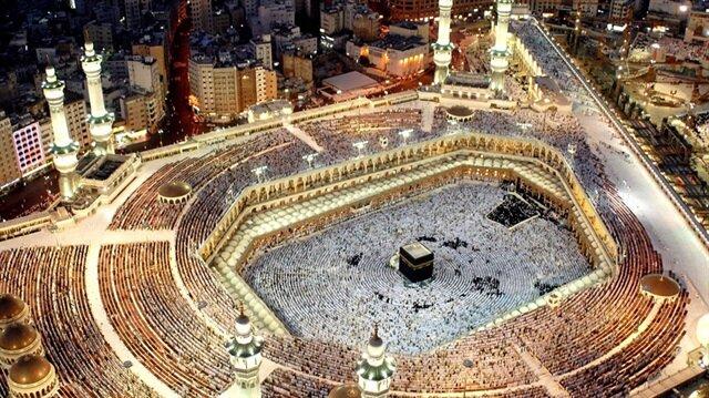 الحجاج يتوافدون إلى رحاب مكة