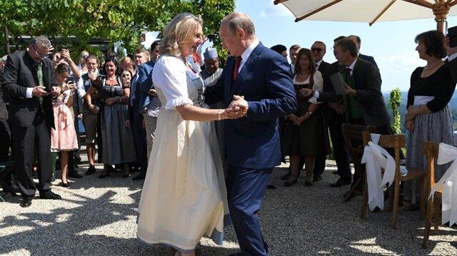 Putin Avusturya Dışişleri Bakanı Kneissl ile dans etti