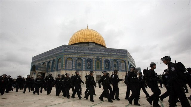 إغلاق الأقصى يفتح الطريق أمام حرب دينية
