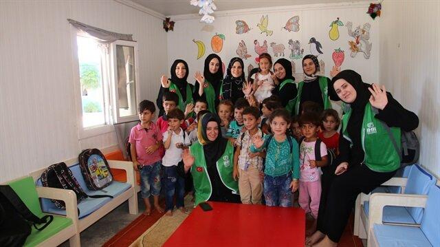 الإغاثة الإنسانية التركية ترسل مساعدات لنازحين سوريين بإعزاز
