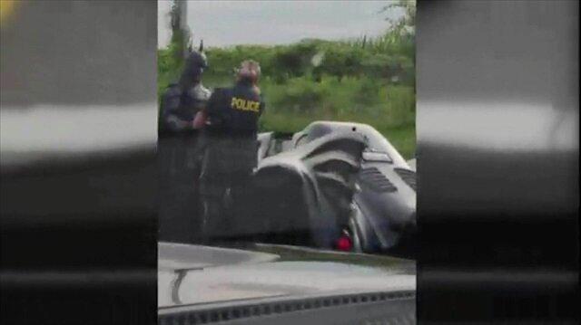 Polisin durdurduğu araçtan süper kahraman Batman çıktı