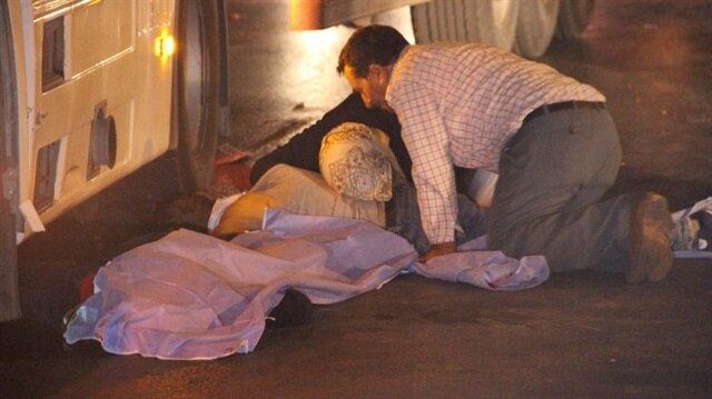 Kazada oğullarını kaybeden anne ve baba, çocuklarının cansız bedenine sarılarak gözyaşı döktü.