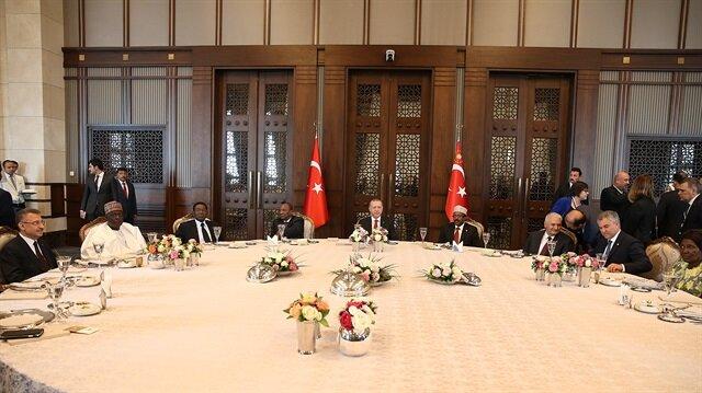 أردوغان يقيم مأدبة على شرف زعماء الدول المدعويين لمؤتمر