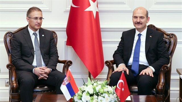 وزير الداخلية التركي يلتقي نظيره الصربي بأنقرة