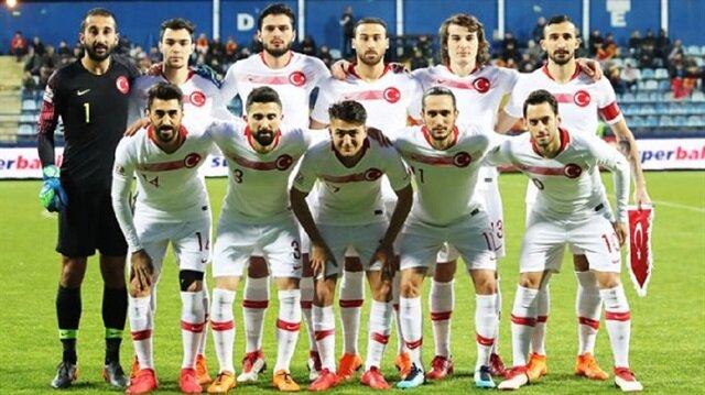 Milli takımın yıldızlarından Hakan Çalhanoğlu'nun paylaşımı dikkat çekti.