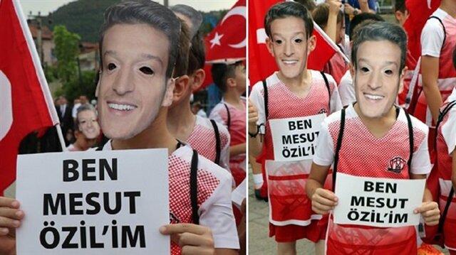 """دعما لمسعود أوزيل.. مظاهرة في """"زونغولداك"""" التركية"""