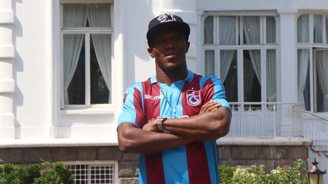 Nwakaeme kendisini bordo-mavili renklere bağlayan sözleşmeye imzayı attı.