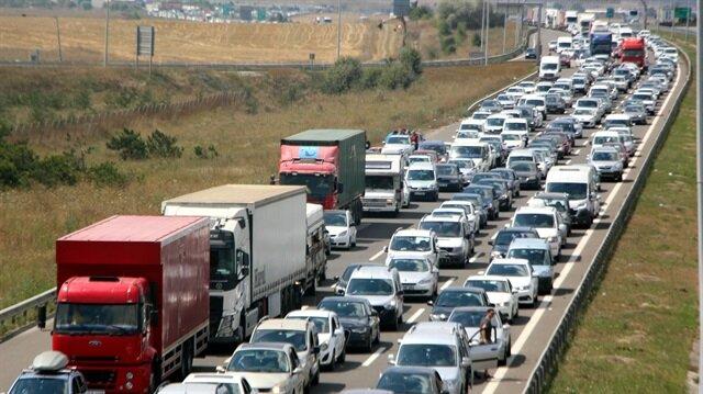 Bolu Dağı'ndan tatilin başladığı ilk günden bu yana 269 bin araç geçti