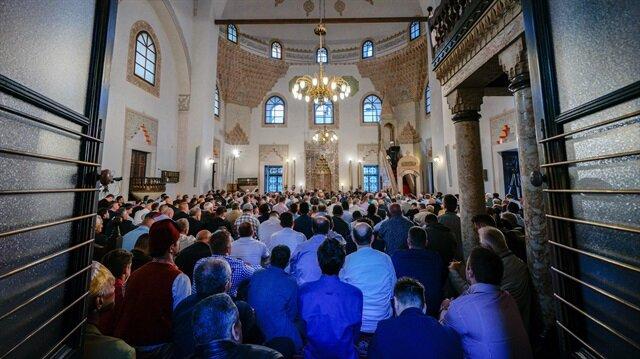 مساجد البلقان وأفغانستان وروسيا تعج بالمصلين في الأضحى