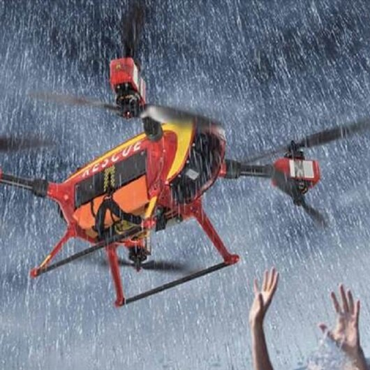 Drone 7 kişiyi boğulmaktan kurtardı