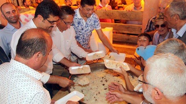Kastamonu'nun Bozkurt ilçesinde vatandaşlara 126 yıldır etli pilav ikram ediliyor