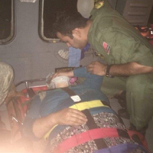 Kayalıklardan düşen kadını askerler kurtardı