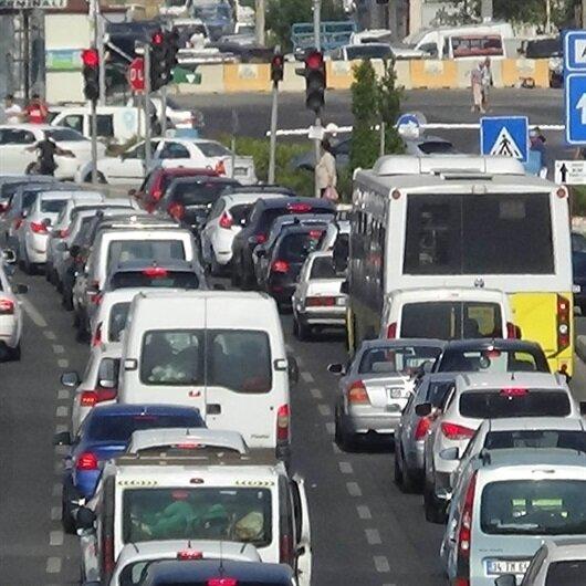Tatil dönüşü trafik durma noktasına geldi