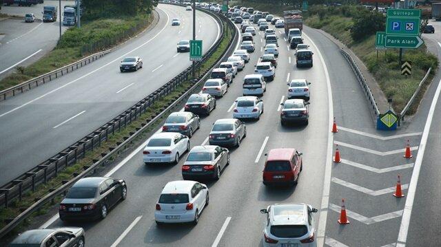 Bayram tatilinin bitmesine az bir süre kala İstanbul'a dönmek isteyen sürücüler Kocaeli'de trafikle karşılaştı.