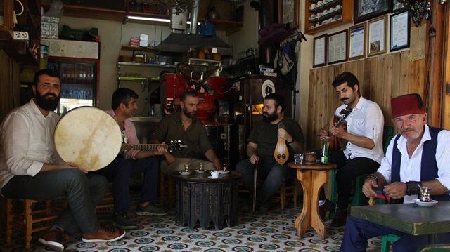 Semai kahvesi geleneğini Üsküdar'da yaşatıyor